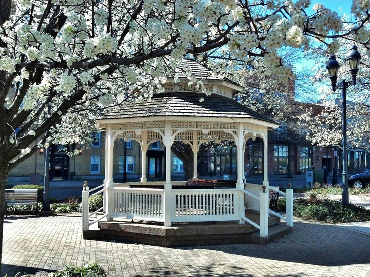 Downtown Paducah in the spring