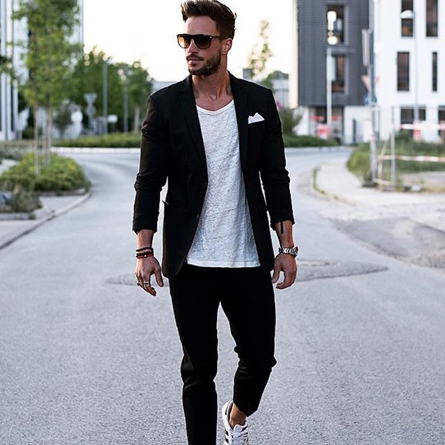 Ooit afgevraagd wat de dresscode 'smart-casual' betekent? Nou, dit is het. De comfortabele klassieke combinatie die garant staat voor een stijlvolle outfit.