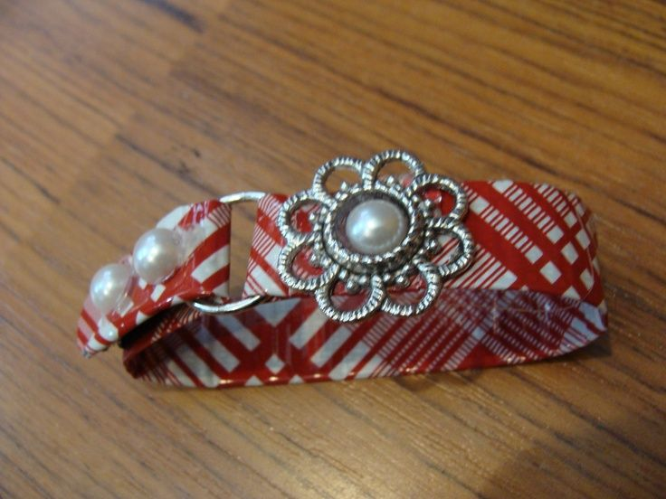 how to make duct tape jewelry