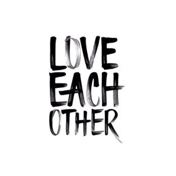 Love each other - www.instawall.nl