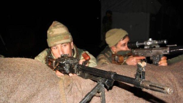 Muş'un Şenyayla bölgesinde görev yapan Mehmetçik ve güvenlik korucuları, yeni yıla ailelerinden uzak girdi.