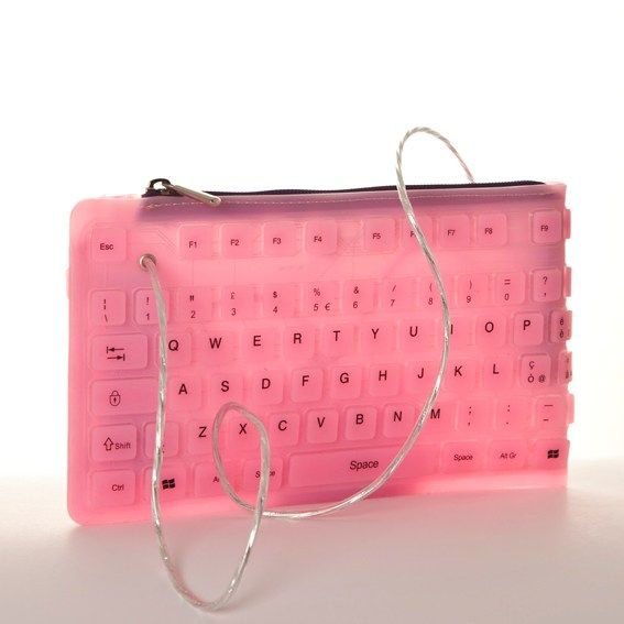 This CoccoDrive #pochette is made with an old #keyboard! In #PVC, hand #sewed and really #ecological ;)