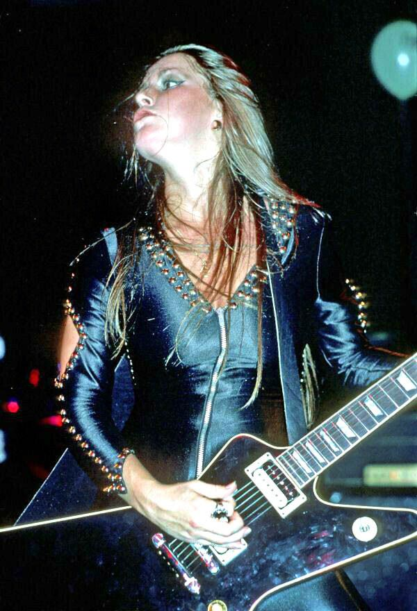 Lita Ford The Runaways Via With Images Lita Ford Lita Ford