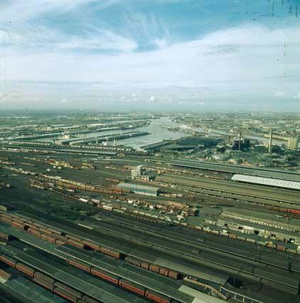 Rail way yard's in 1977 ~ Melbourne history in colour - #Australia