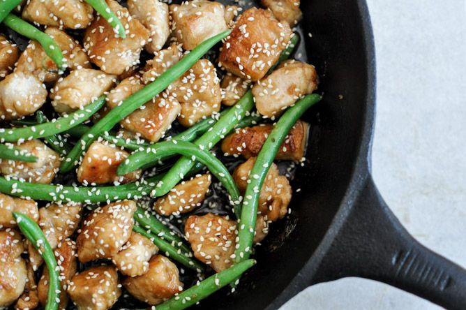 Healthy + Simple Sesame Chicken Skillet - quick & easy weeknight meal I howsweeteats.com