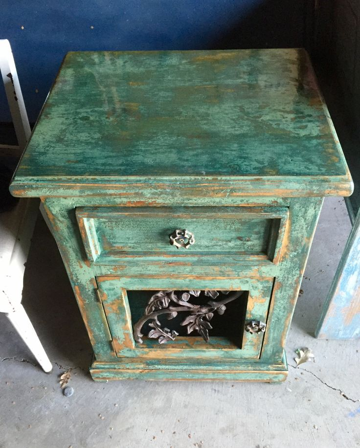 Green  nightstand  end table  side table  farmhouse  furniture  shabby chic. Best 25  Green nightstands ideas on Pinterest   Green bedside