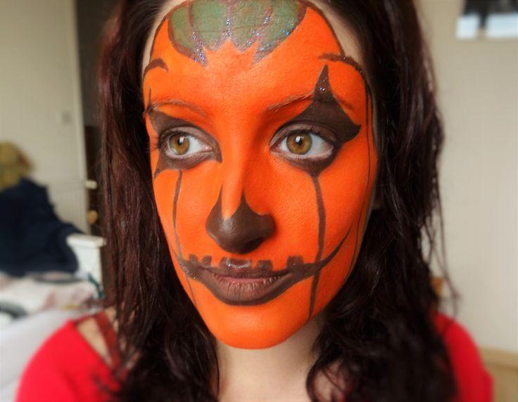 Hi everybody =D Voici un make up citrouille spécial Halloween !