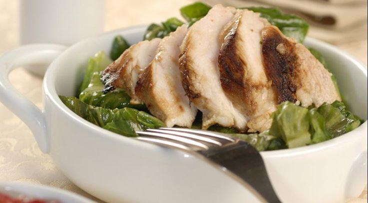 Куриное филе в сливовом соусе http://www.gastronom.ru/recipe/14574/kurinoe-file-v-slivovom-souse  Для начала напомним, что самое низкокалорийное мясо – телятина, за ним следует мясо птицы (но только курицы и индейки!), а уже за ними - кролик, ягнятина, говядина, и замыкает список свинина.   Когда низкокалорийное мясо выбрано, нужно выбрать, как его приготовить, чтобы, с одной стороны, оно было сочным и нежным, а с другой – чтобы получилось низкокалорийное блюдо.