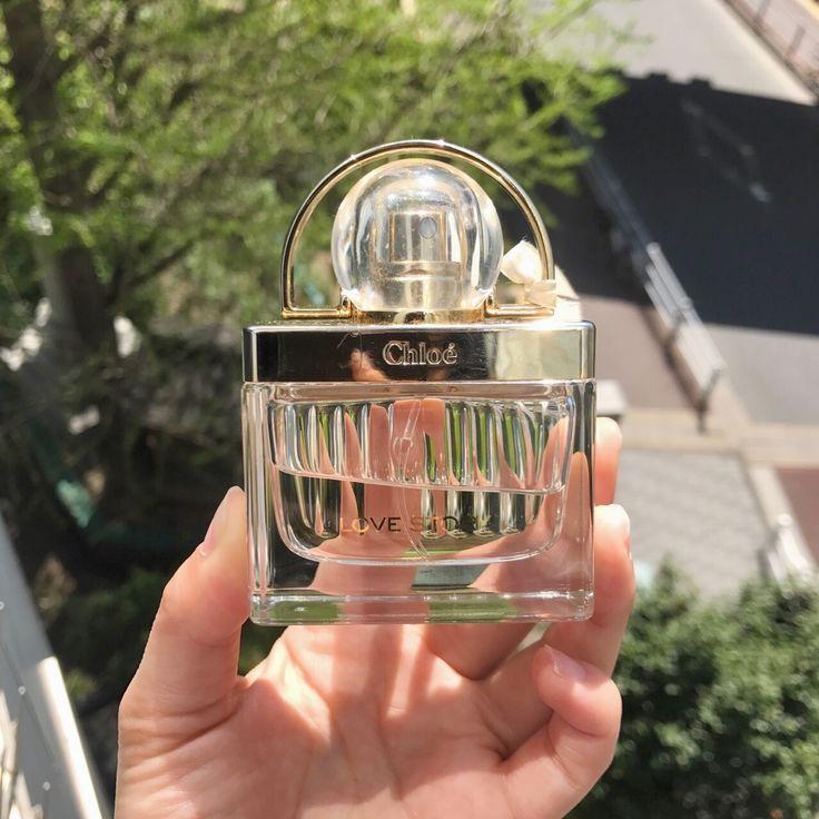 2017/04/20 Thu   今回は、大人の女性の香りが漂うおすすめの香水をご紹介します!   クロエ ラブストーリー オードパルファム    ふんわりと柔らかく、女性らしい香りが漂います♡   女性からも男性からも支持を得ているChloéの香水は要チェックですよ!