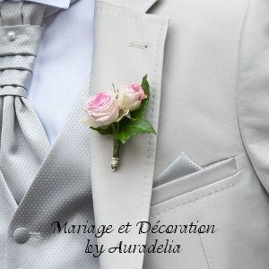 Boutonnière roses blanches et roses et lierre