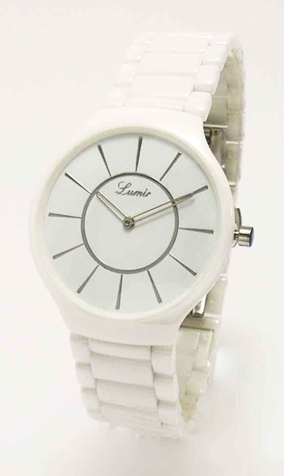 Preferujete športovejší typ hodiniek? V tom prípade siahnite po modely 111336BE, ktorý zapadne do každého ležérneho outfitu. #lumir #lumirwatch #watchlumir #watch #watches #hodinky #hodinkylumir #fashion #white #ootd #women