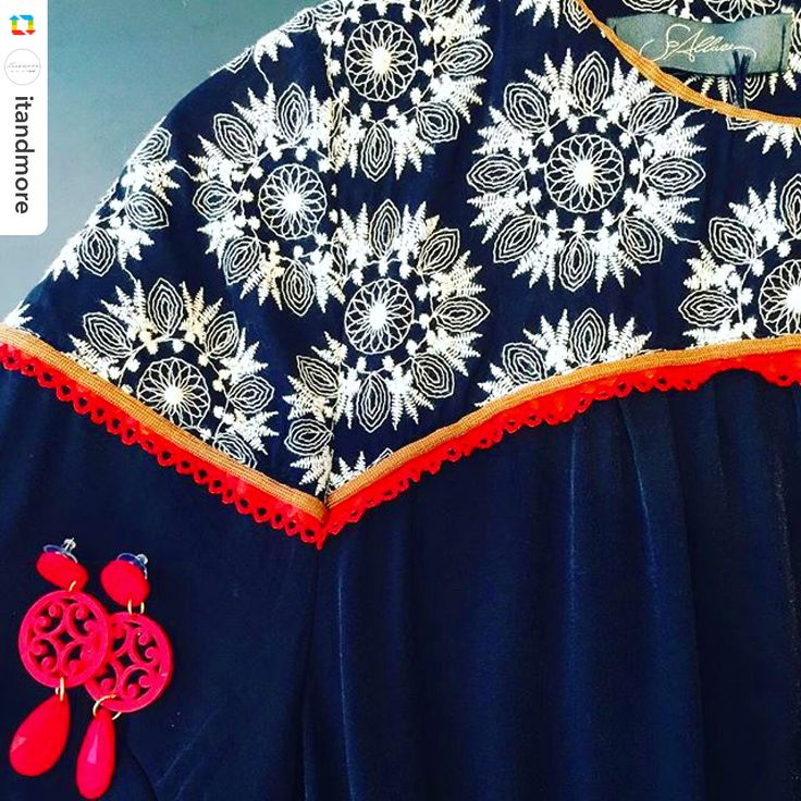 #details of a #chicnight @soallure #dress @bijouxfg #earrings #itandmore #corsogenova7 #milano #milanofashionweek #milanobynight #red #summer #nightout #red #oblo #resinjewelry #rwsina #handmade #customized #bijouxfg #bijouxaddicted #customizeyourjewelry