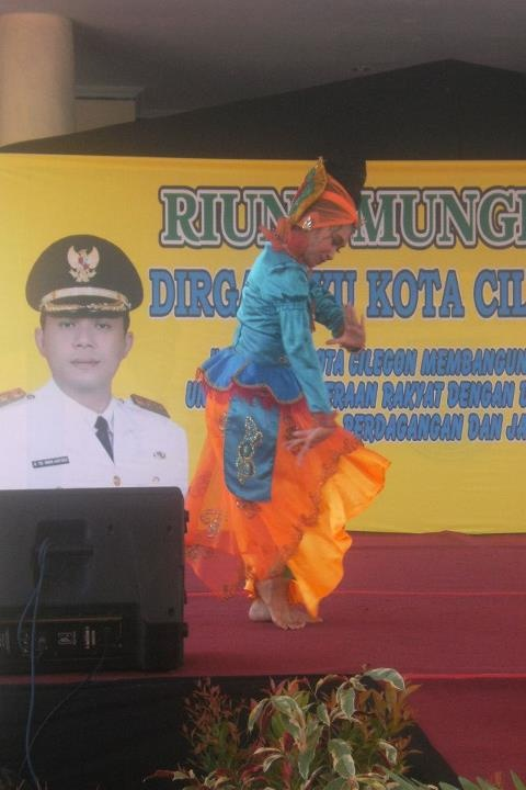 traditional dance in cilegon anniversary