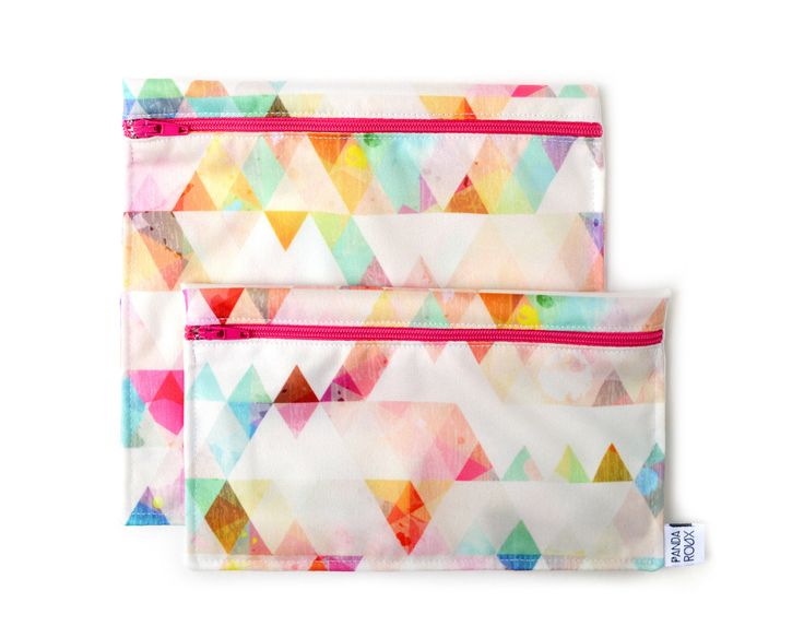 2 Reusable bags - one snack bag one sandwich bag - pink triangles par CreationsPandaRoux sur Etsy https://www.etsy.com/ca-fr/listing/521985504/2-reusable-bags-one-snack-bag-one
