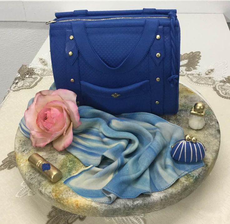 "Fashion Cake ""Torta Cartera"" www.newcake.net #NewcakeBoutique #MarcoAntonioLOpez #CakeArt #NewCake #CursosCakes"