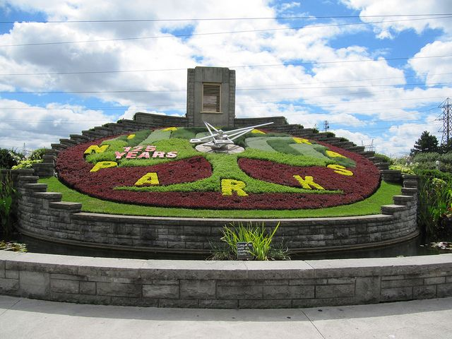 Floral Clock, Niagara Falls, Ontario, Canada, The floral clock is one of the largest of its kind in the world.
