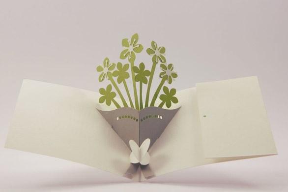 Annuncia le tue nozze nel modo più romantico. Regala ai tuoi amici e parenti un bouquet di fiori per invitarli al tuo giorno più bello.