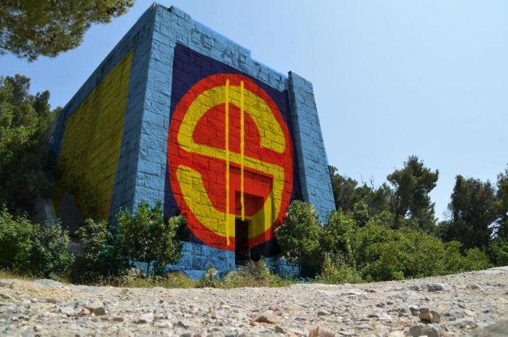 Trasformare le rovine di quel che doveva essere il grandioso mausoleo del gerarca fascista Costanzo Ciano nel deposito di Zio Paperone