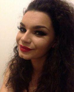 #makeup #mua #lashes #lips #red #redlips #hair #longhair #cirsl #curly #curlyhair #brunette #smile #eyes #eyelashes #eyebrows #brows #eyemakeup #falselashes #chindimple #face #fondation #beautiful #beauty #cosmetics #lovemakeup #makeupaddict