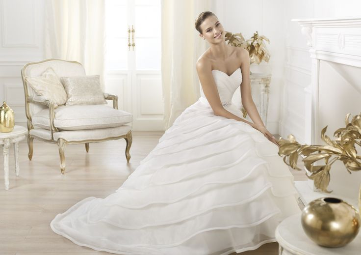 Lasei - Pronovias 2014 - Esküvői ruhák - Ananász Szalon - esküvői, menyasszonyi és alkalmi ruhaszalon Budapesten