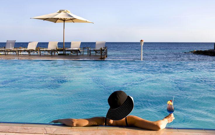Infinity Pool im Avila Hotel, http://bit.ly/1JmZU94