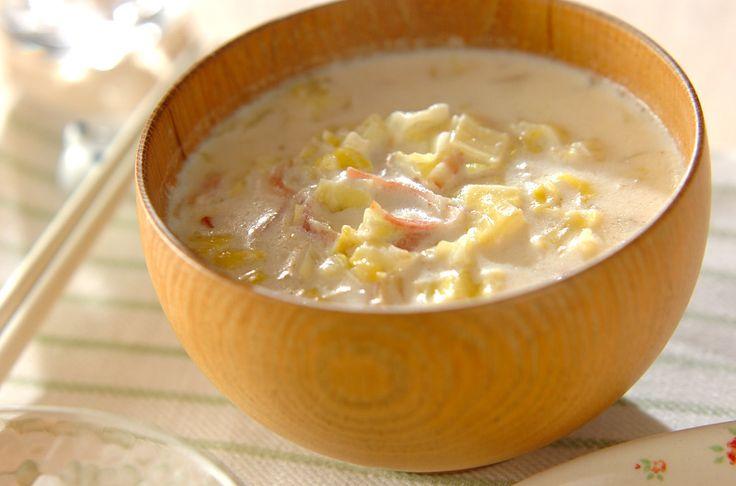 キャベツがたっぷり入ったミルクスープはとっても甘い! ベーコンからも良い旨味が出ています。キャベツのミルクスープ[洋食/シチュー・スープ]2011.05.02公開のレシピです。