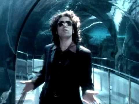 Andres Calamaro - Loco (video clip)  Que grande que sos Andres!!