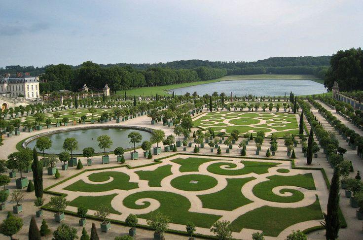 Versalhes, França (cont.) Um festival de perspectivas e ambientes, é virtualmente impossível conhecer os jardins de Versalhes em toda sua totalidade em apenas um dia