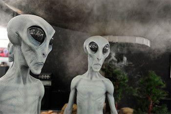 Стивен Хокинг считает, что инопланетяне несут угрозу Земле