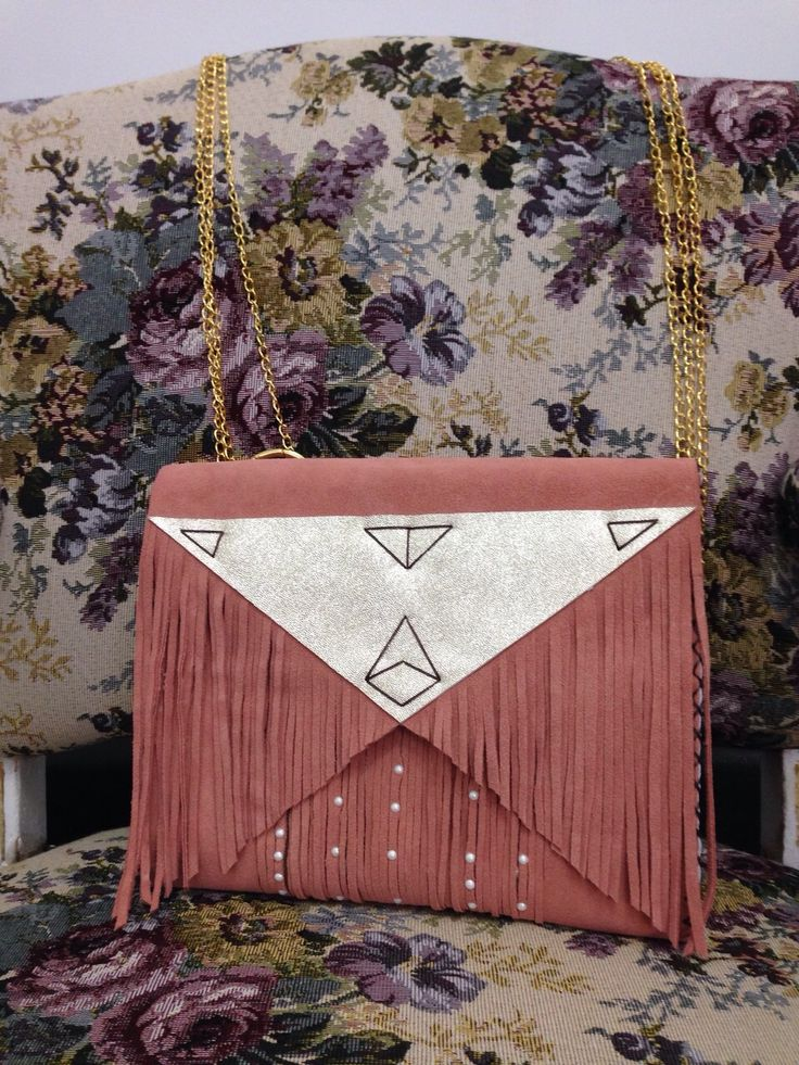 You gotta love boho style! And this is exactly what the ethnic details scream! #handmade #leather #bag #powder #pink