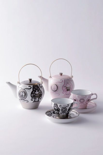 Tea Pot : W175 D120 H200 / 600ml Tea Cup & Saucer: W135 D135 H80 / 180ml