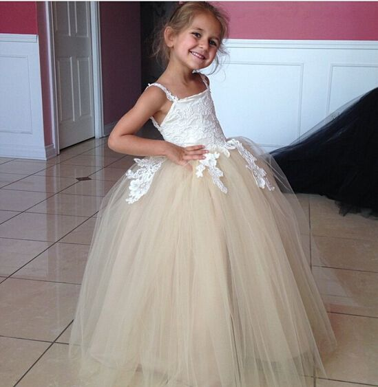 >> Click to Buy << New Fashion Flower Girl Dresses 2017 Ball Gowns Spaghetti Straps Backless Lace Appliques Puffy Little Girls First Communion Gown #Affiliate