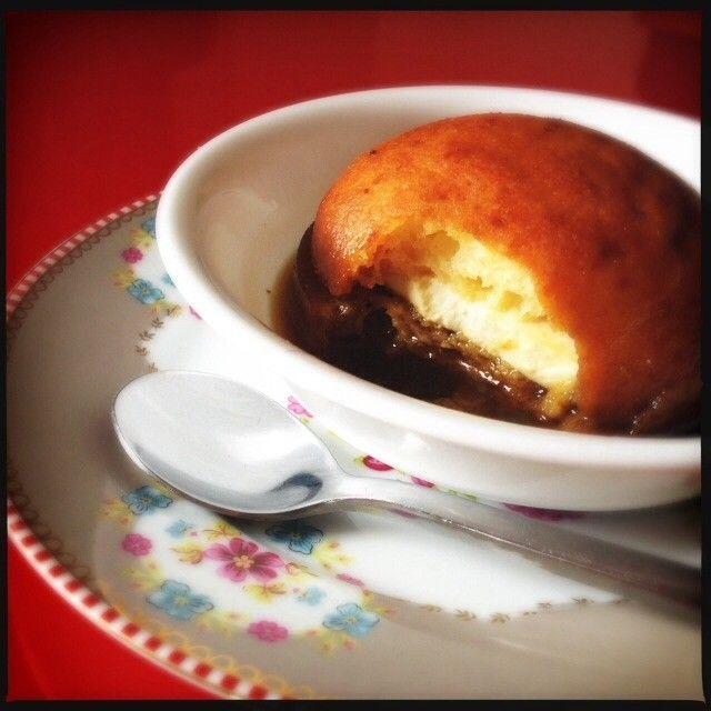 Almojábana mas cuajada y melao caliente con canela