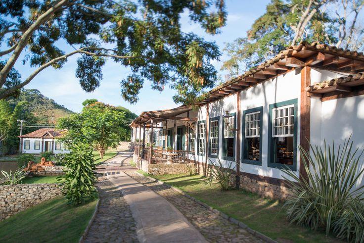 Esse hotel fazenda histórico possui 24 suítes luxuosas com decoração em caráter…