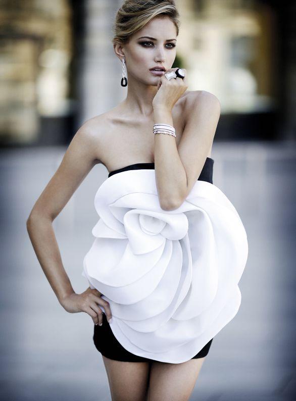 Valentino Fall 2010White Flower, Fashion, Zuhair Murad, White Rose, Style, Flower Dresses, Black White, Flower Power, Haute Couture