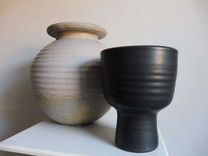 Mobach -2 grote vazen (hoog 34 en 23 cm)