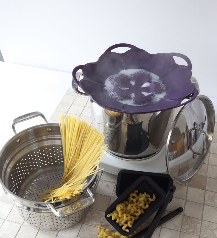 February Party Hosts get our best-selling Pasta Pot for only $50! (Regular $150)