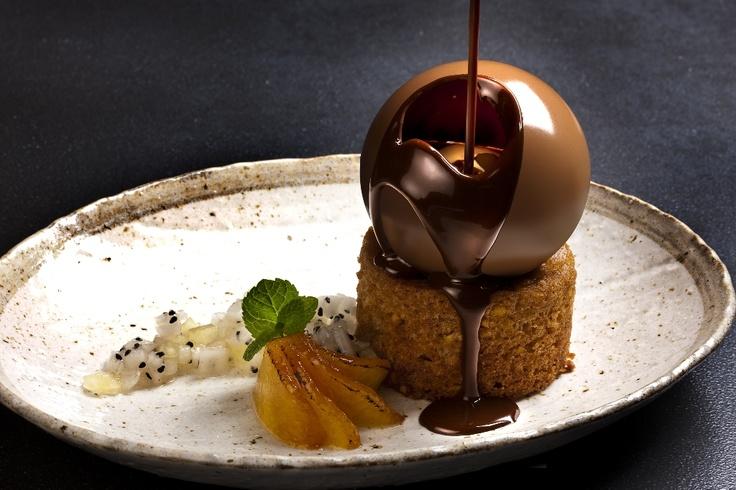 Fou Zoo legendary dessert: Chocolate ball with vanilla icecream inside, on homemade plumcake