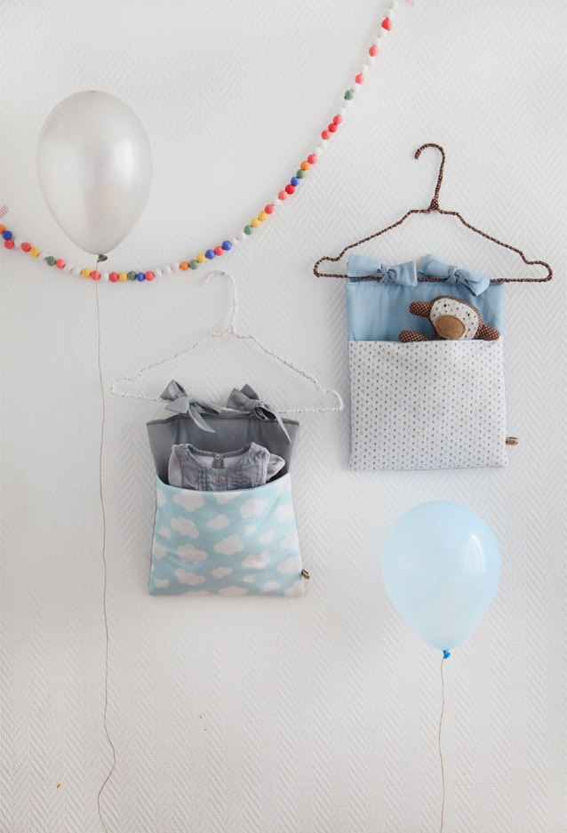 Range-pyjama/Crib Pocket 'Nuages'.   onZeDanceFlore - simple design to hold and store toys etc in playroom or bedroom