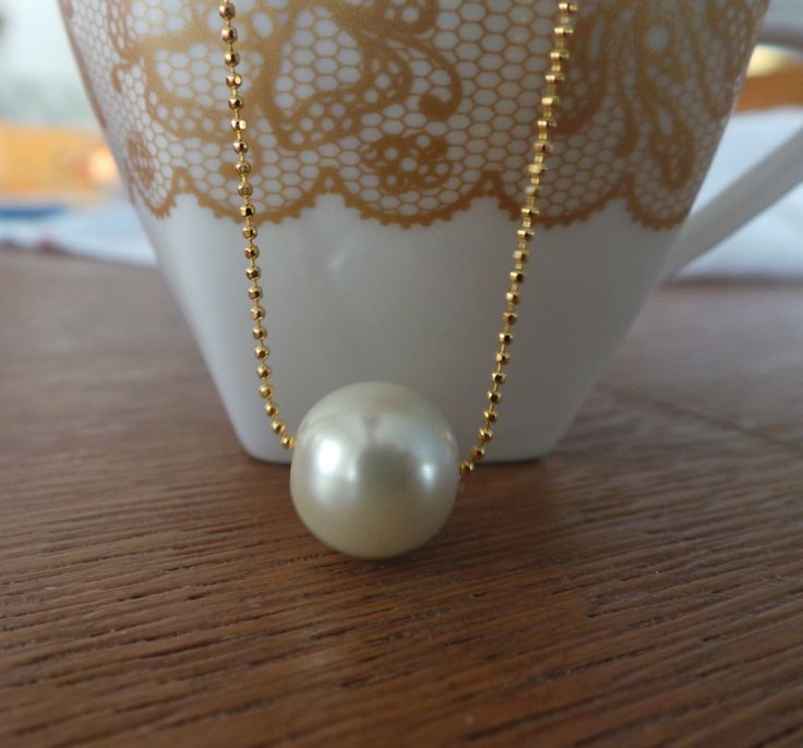 Single Pearl Necklace,Gold Jewelry Simple and Elegant Pearl Bridesmaid Jewelry Gifts,Bridesmaid Jewelry,  wedding party, express shipping by mypearlstore on Etsy https://www.etsy.com/listing/275471692/single-pearl-necklacegold-jewelry-simple
