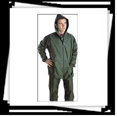 Trajes de agua modelo 400 de Planas compuestos de chaqueta y pantalón de nylon/pvc.   Más información: http://www.suministrosindustriales.nom.es/trajes_de_agua.html