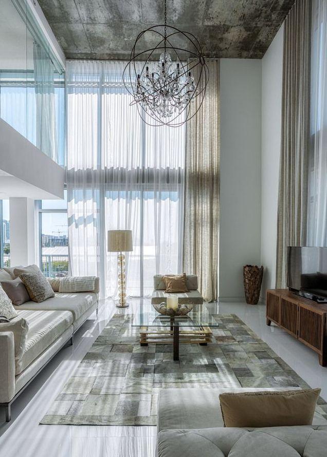 Bel et luxueux appartement sur deux niveaux à lagencement original et lambiance lumineuse avec vue superbe sur la ville de miami a voir absolument