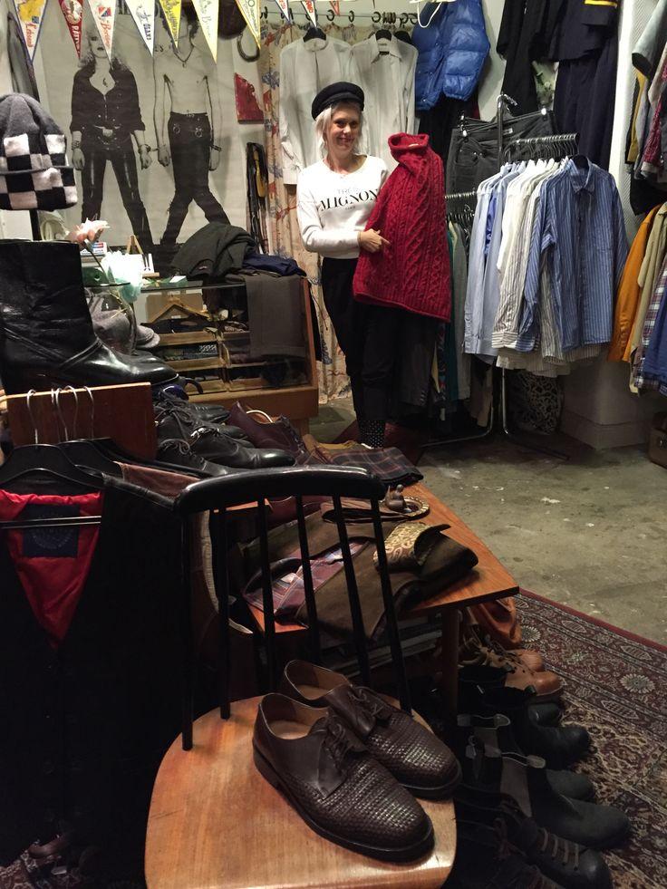 Äntligen har vi fått en ny, och riktigt bra, vintagebutik för herrar i Stockholm; Herr Larsson. Granne med den legendariska Lisa Larsson Vintage. Adressen är Bondegatan 48 på söder.