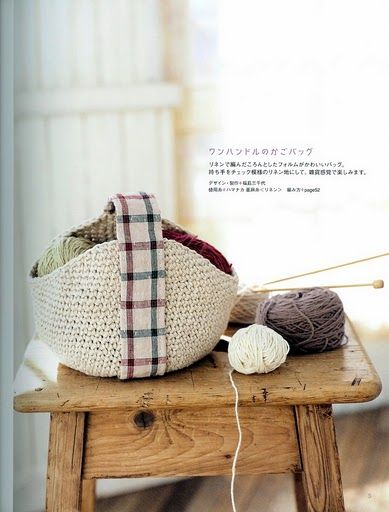 crocheted knitting basket  with leather handeln