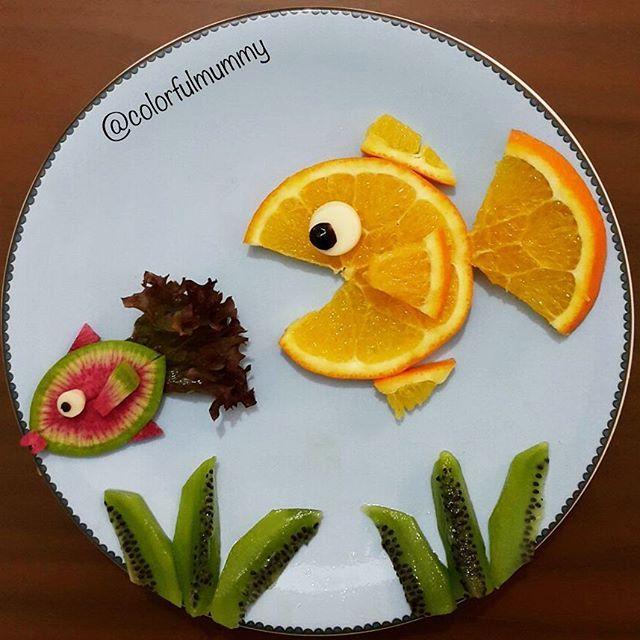 Big fish is chasing little one... Swim little fish swim fast... Büyük balık küçük balığı kovalıyor... Yüz küçük balık hızlı yüz... orange, radish, lettuce, kiwi... portakal,turp, kıvırcık, kivi #fish #orange