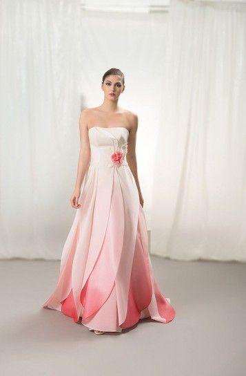 Abito da sposa con gonna a petali dal bianco al rosa magenta