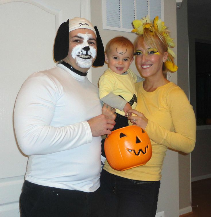 Cute family costume - Charlie Brown gang!