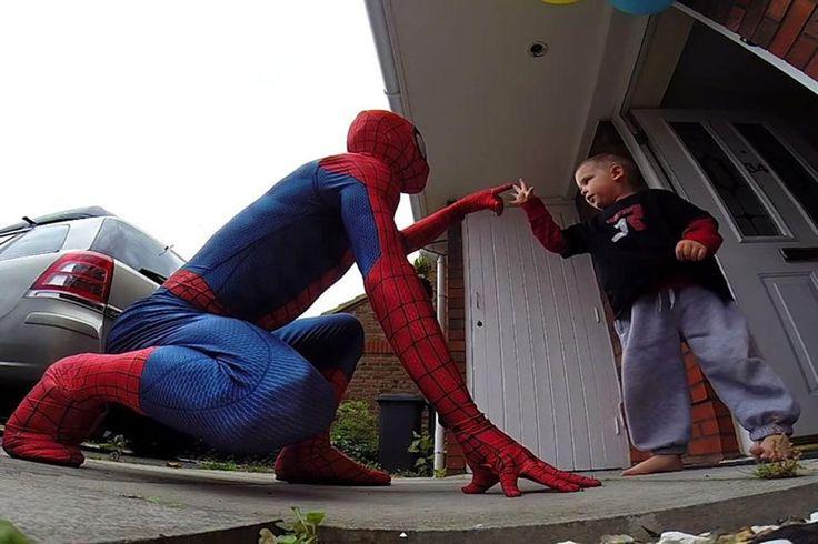Πατέρας έγινε Spiderman για να κάνει έκπληξη στον γιο του που έχει καρκίνο [βίντεο & εικόνες] | iefimerida.gr
