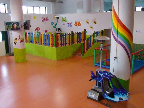 Fornecimento e instalação de vedação infantil.