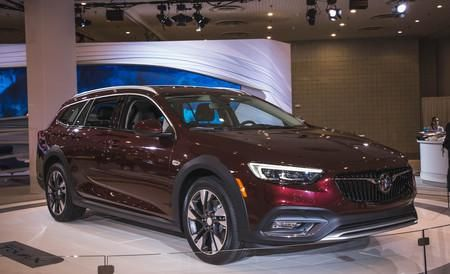 2018 Buick Regal Colors,Release Date, Redesign,Price – In Europe, the 2018 Buick Regal comes just since of the Opel Insignia. Even if this could indicate practically nothing at all to you, this is essentially the way we have to sneak decide on it just ahead of it will arrive in the US m...